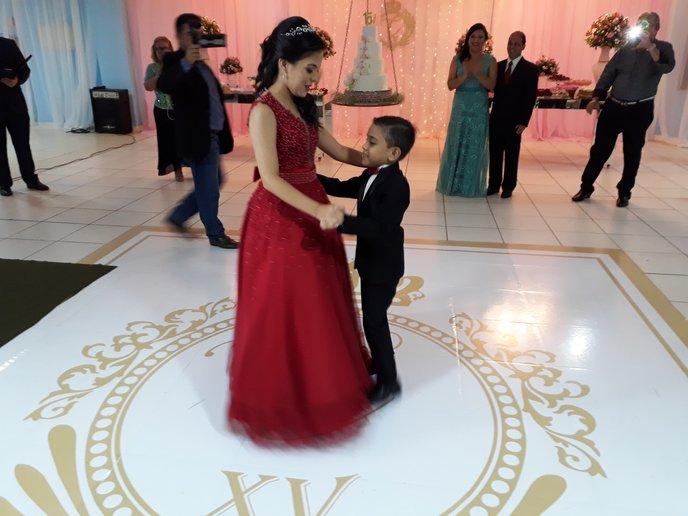 Com irmão Dante, recebendo aula de dança