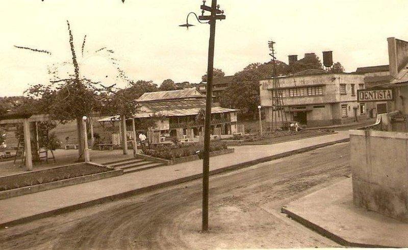 Praça Rondon, Correios e Telégrafos, Casa 6 e, no alto, as Três Caixas-d'Água