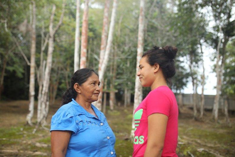 Parteira Maria Lucimar levou filha para aprender sobre o ofício (Foto: Everson Tavares)