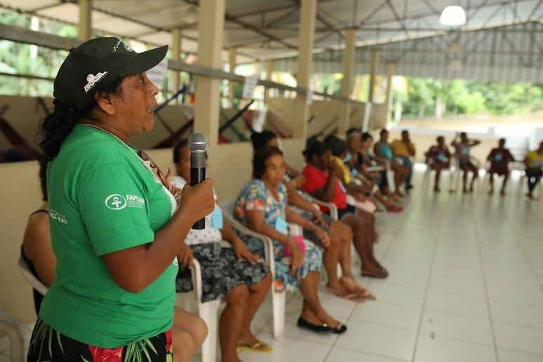 Técnica do Instituto Mamirauá ressaltou importância da associação (Foto: Everson Tavares)