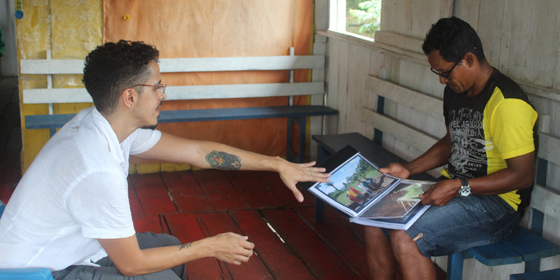 Equipe também atualizou comunitários sobre andamento de pesquisas (Foto: Mariana Cassino)