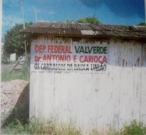 Tapiri, em 2006, antes do despejo na Baixa da União. Faixa de protesto contra os carrascos.