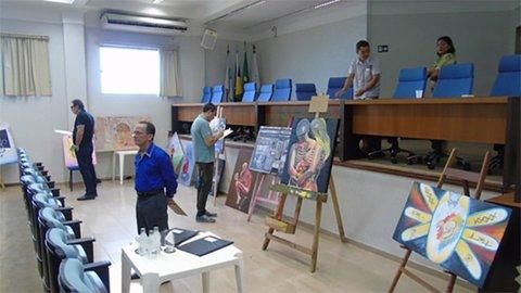 COMISSÃO JULGADORA SELECIONA OBRAS VENCEDORAS DO CONCURSO DE PINTURA DO CREMERO