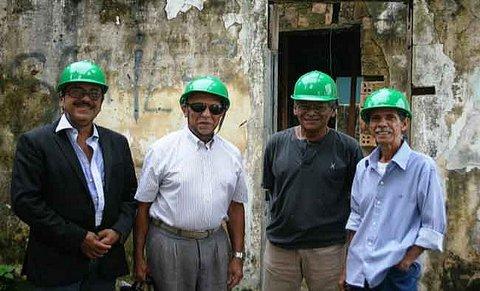 Integrantes da ACRM visitam obra de restauração da antiga Câmara Municipal