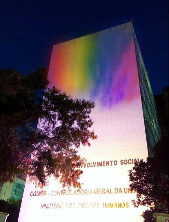 Ministério dos Direitos Humanos instala iluminação especial na semana de luta contra LGBTfobia - Gente de Opinião