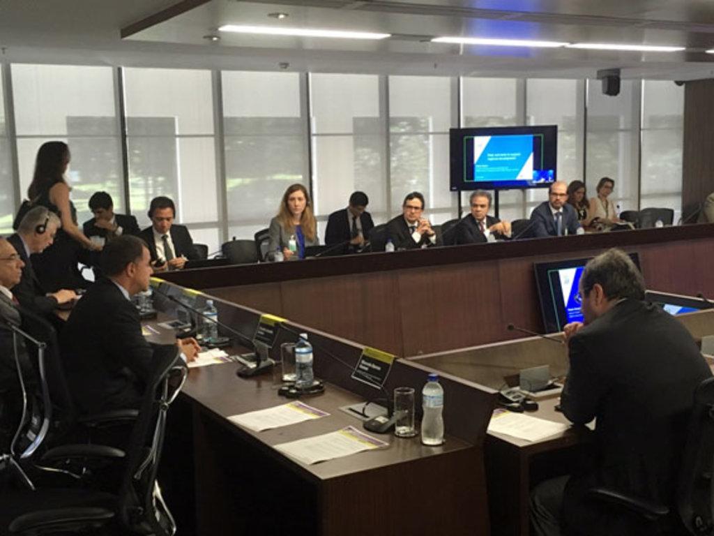 O conselheiro presidente do TCE-RO, Edilson de Sousa, durante o encontro promovido pelo TCU, IRB e OCDE - Gente de Opinião