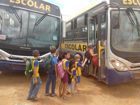 Transporte escolar na área rural começa a ser regularizado; secretário pede agilidade das empresas