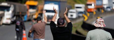 Protesto dos caminhoneiros cancela voos e afeta indústrias