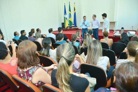 Vereadores, servidores e prefeito oficializam pacto pela saúde