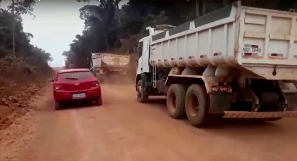 Moradores da Viçosa reclamam da poeira e dos caminhões da prefeitura de PVH (VÍDEO) - Gente de Opinião