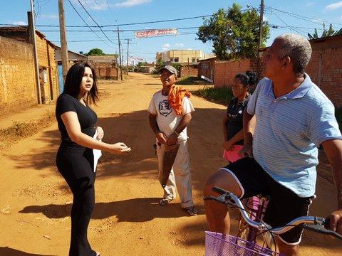 Cristiane Lopes volta a rua São Miguel e cobra providências urgentes