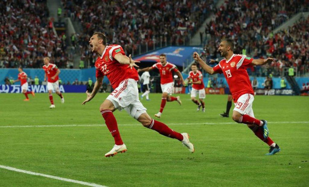 Equipe da Rússia comemora o terceiro gol (Pilar Olivares/Reuters/Direitos Reservados) - Gente de Opinião