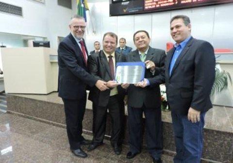 Procurador de Justiça do MPRO recebe homenagem da ALE