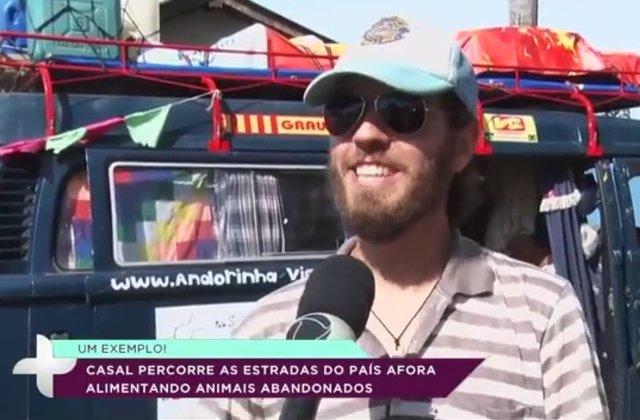 Viajeiros percorrem as estradas e alimentam animais (VÍDEO)