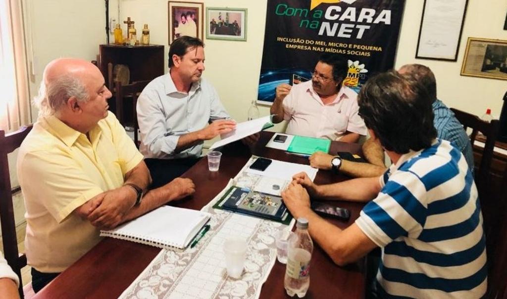 Senador Acir Gurgacz participa de reunião com dirigentes da FEEMPI/SIMPI – Foto: assessoria - Gente de Opinião
