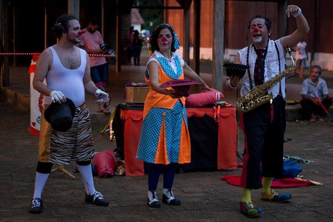 Teatro Ruante no maior  Festival Multilinguagens - Por Zekatraca