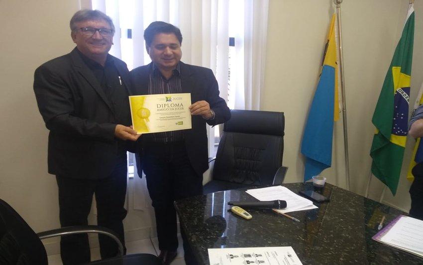 Gerçon Szezerbatz Zanato da Facer recebe Diploma Amigos da Jucer