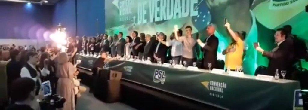 Bolsonaro chora antes de ser confirmado candidato à Presidência  - Gente de Opinião