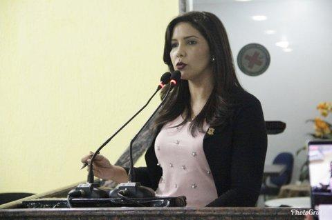 Cristiane Lopes assegura verba para a construção de creche no Bairro Novo