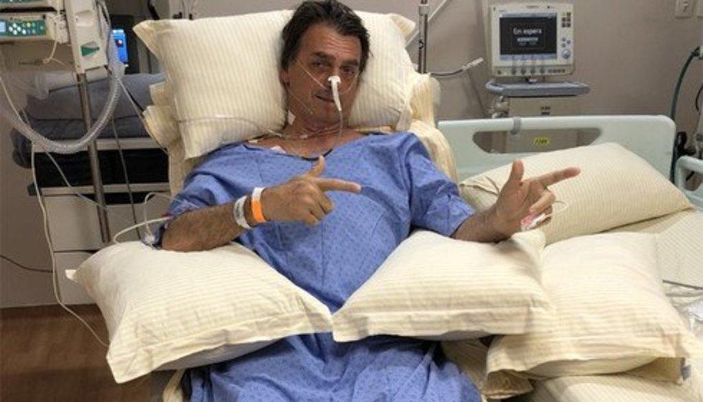 """Flávio Bolsonaro diz que o quadro de saúde do pai é """"muito grave""""  - Gente de Opinião"""