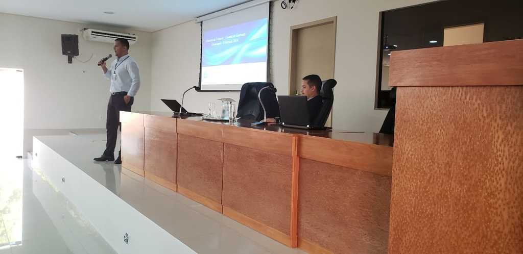 Os auditores de Controle Externo do TCE, Marcus Cézar e Rodolfo Kezerle, repassaram orientações sobre as  contas de governo - Gente de Opinião