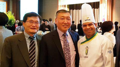 Chef de cozinha do Sistema Fecomercio-Senac apresenta Pirarucu Rondon na Coréia do Sul