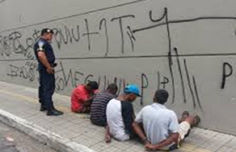 GUERRA AOS PICHADORES: POLÍCIA NELES!  Artur Santana