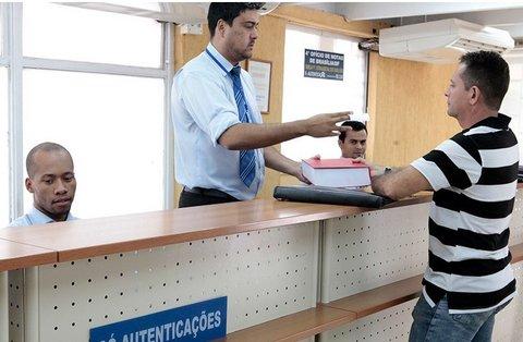 Sancionada lei que dispensa reconhecimento de firma e autenticação de documento