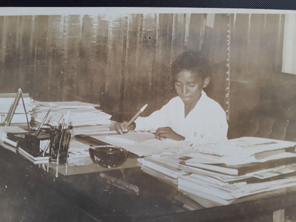 Adaídes Santos, 12 anos, redige atos de nomeações no gabinete do governador  - Gente de Opinião