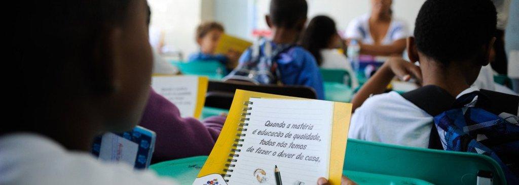 Professores lançam manifesto contra o fascismo e a violação de direitos humanos  - Gente de Opinião