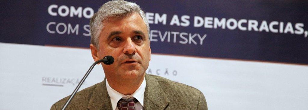 Bolsonaro pode acabar com a democracia, diz professor de Harvard - Gente de Opinião