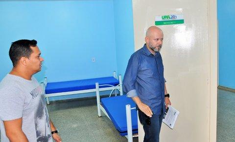 Professor Aleks Palitot verifica serviços realizados na UPA Zona Sul