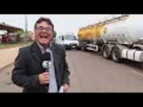 Ambulância bate em caminhão de combustível (VÍDEO)