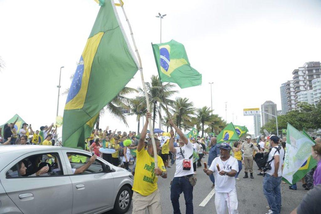 Avenida em frente à casa de Bolsonaro é fechada para o trânsito  - Gente de Opinião