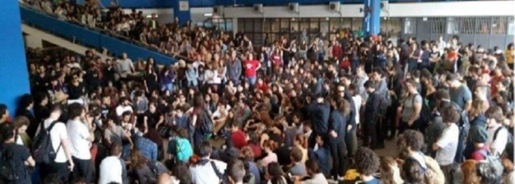 Após ameaças de bolsonaristas, antifascistas marcham na USP  - Gente de Opinião
