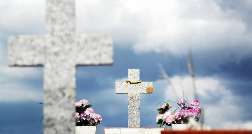 """""""Pronunciar uma prece pelos falecidos torna-se expressão de fé e de união em Cristo"""", afirma dom Armando - Gente de Opinião"""