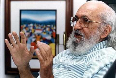 Atacado por Bolsonaro, Paulo Freire recebe homenagens em escolas e universidades estrangeiras