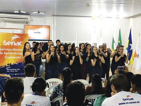 Senac Cacoal forma alunos em curso básico de Libras