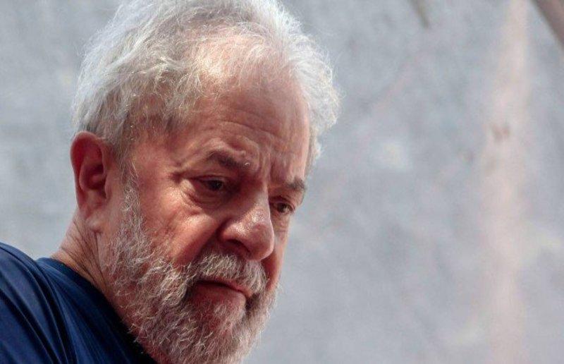 Lula está abatido e tem escassez de visitas em pós-eleição