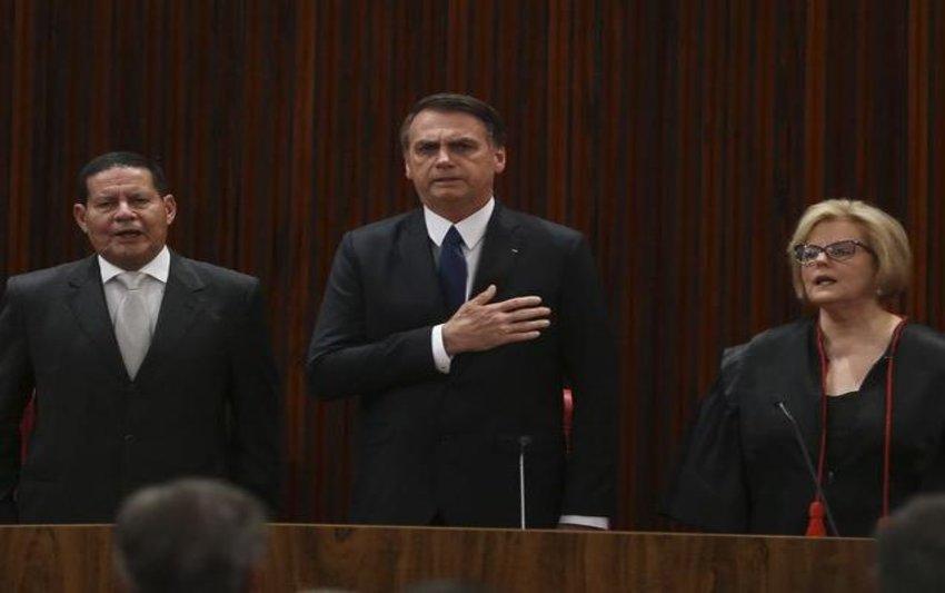 Bolsonaro pede, em diplomação, confiança daqueles que não votaram nele