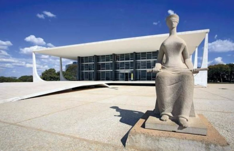 COMISSÃO APROVA: Fim do foro privilegiado para políticos e outras autoridades