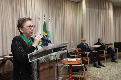 Dra. Ana Escobar é a primeira médica de Rondônia a receber uma comenda do CFM