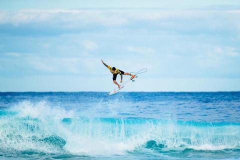 Pela terceira vez Brasil: Gabriel Medina é bicampeão mundial de surfe no Havaí