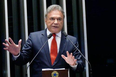 Senador Álvaro Dias avalia projeto educativo contra causas da violência