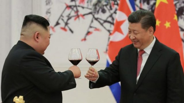 Kim Jong Un visita a República Popular China e é recebido por Xi Jinping. Foto KCNA - Gente de Opinião
