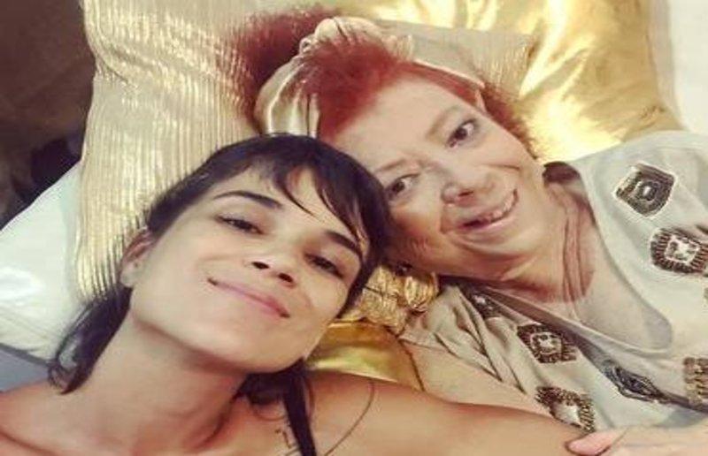 Lenha na Fogueira:  Escolas de samba investem em Bailes de Carnaval - Internada, Beth Carvalho se anima com roda de samba no hospital