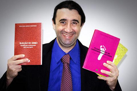 Sebrae e faculdade Unama firmam parceria para o lançamento do livro Injeção de ânimo: marketing sem contraindicação para o seu negócio