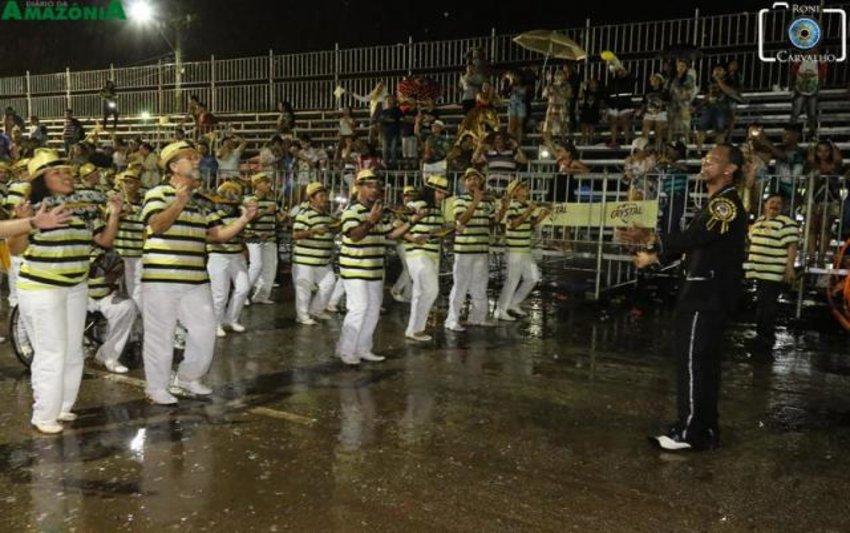 Escola de samba Asfaltão esquenta bateria Pura Raça - Baile Amarelo e Preto