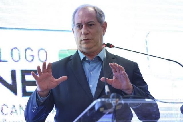 """Ciro Gomes é vaiado e responde: """"O LULA TÁ PRESO, BABACA"""" - Gente de Opinião"""