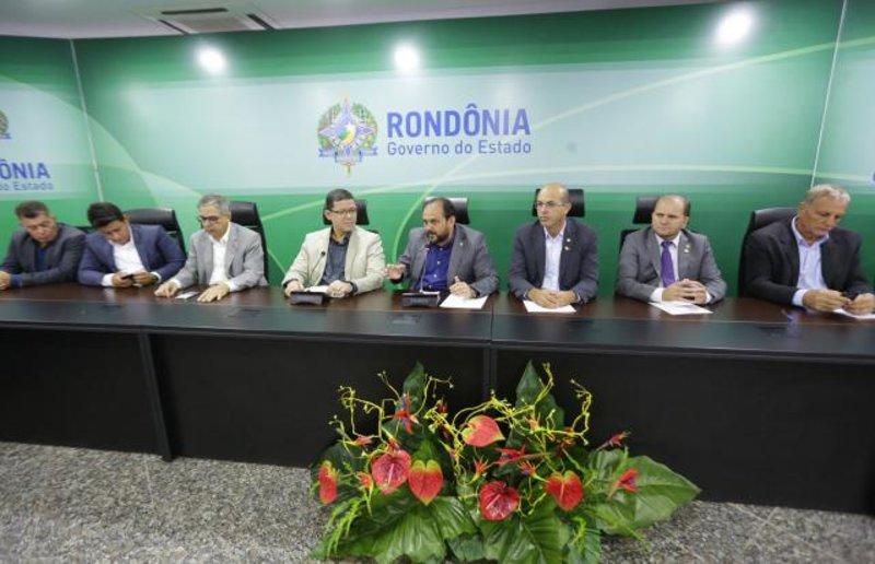 Diálogo e trabalho em parceria são destacados durante reunião de deputados com governador e secretários